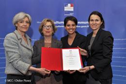 Claudie Haigneré, Aurélie Filippetti, Geneviève Fioraso et Najat Vallaud Belkacem signent la Charte égalité Universcience