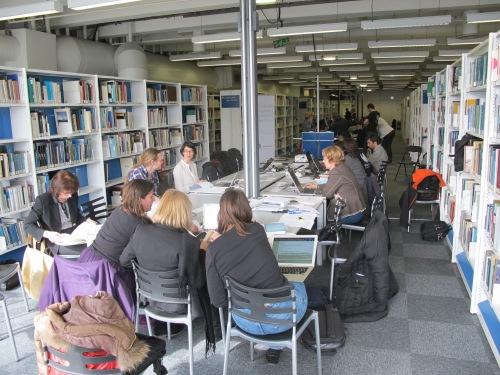 """Journée studieuse de contribution """" Femmes de science sur Wikipédia"""" à la Cité des sciences"""